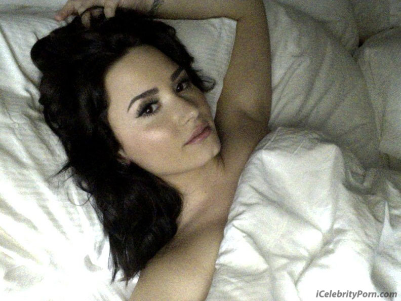 Famosa Demi Lovato Desnuda Fotos Calientes - famosas-desnudas-celebridades-xxx-sexo-calientes-hot-porno-video-follando-playa-tetas-vagina-cama-pechos (9)