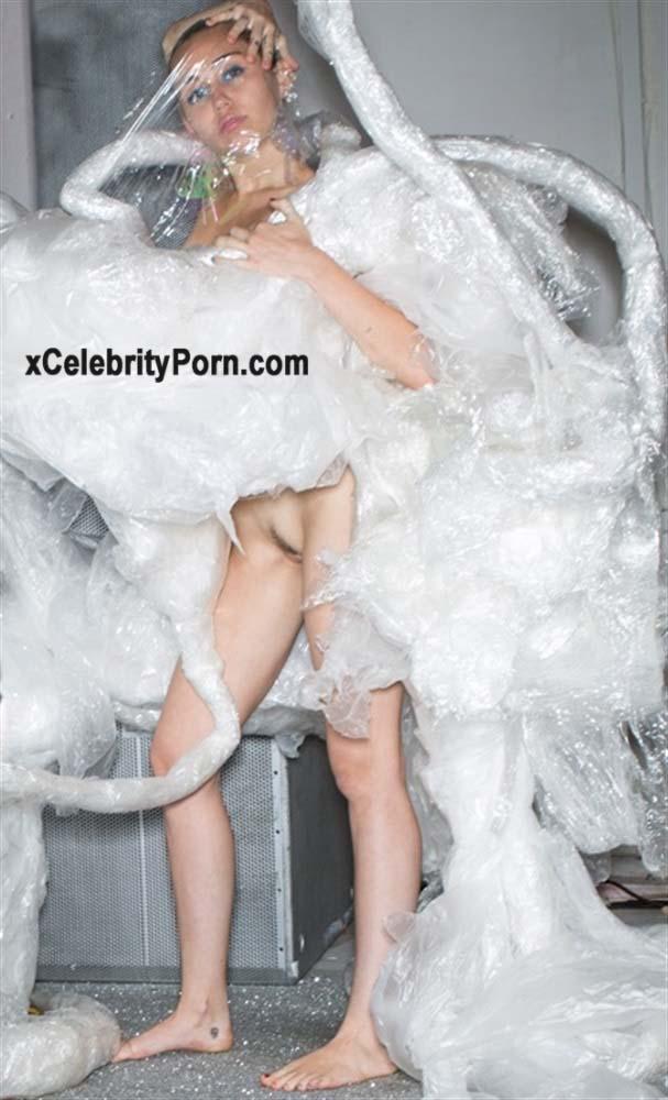 xxx Miley Cyrus Cantante Desnuda -fotos-famosas-hackeadas-filtradas-robadas-porno-celebridades (4)