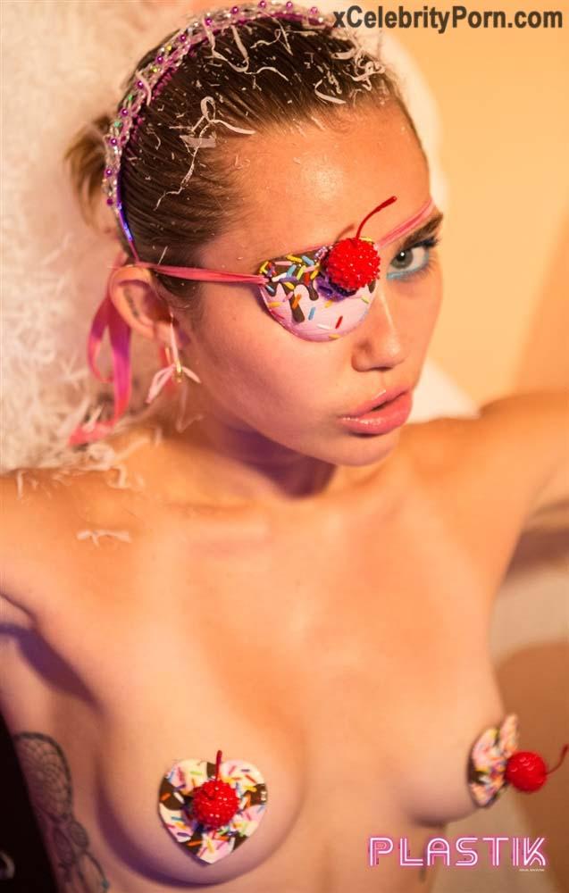 xxx Miley Cyrus Cantante Desnuda -fotos-famosas-hackeadas-filtradas-robadas-porno-celebridades (7)