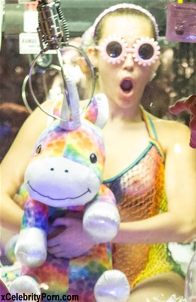 xxx Miley Cyrus Cantante Desnuda -fotos-famosas-hackeadas-filtradas-robadas-porno-celebridades (8)