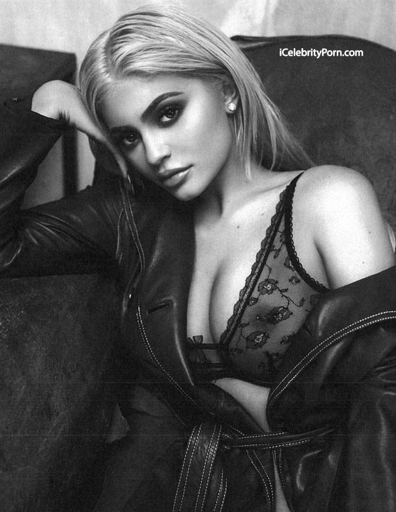 Famosa Kylie Jenner desnuda mientras se fuma un cigarro - Famosa desnuda - Kylie Jenner xxx - fotos porno Kylie Jenner